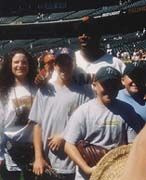 Dynamic Leo Barry Bonds and fans